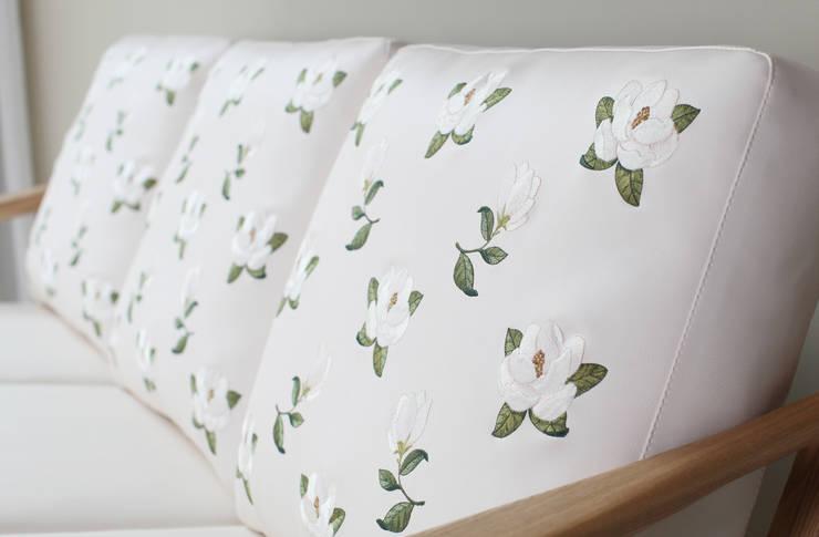[RETRO SOFA] Hello EMMA retro sofa serise / Vintage Flower: STYLE-K의  거실