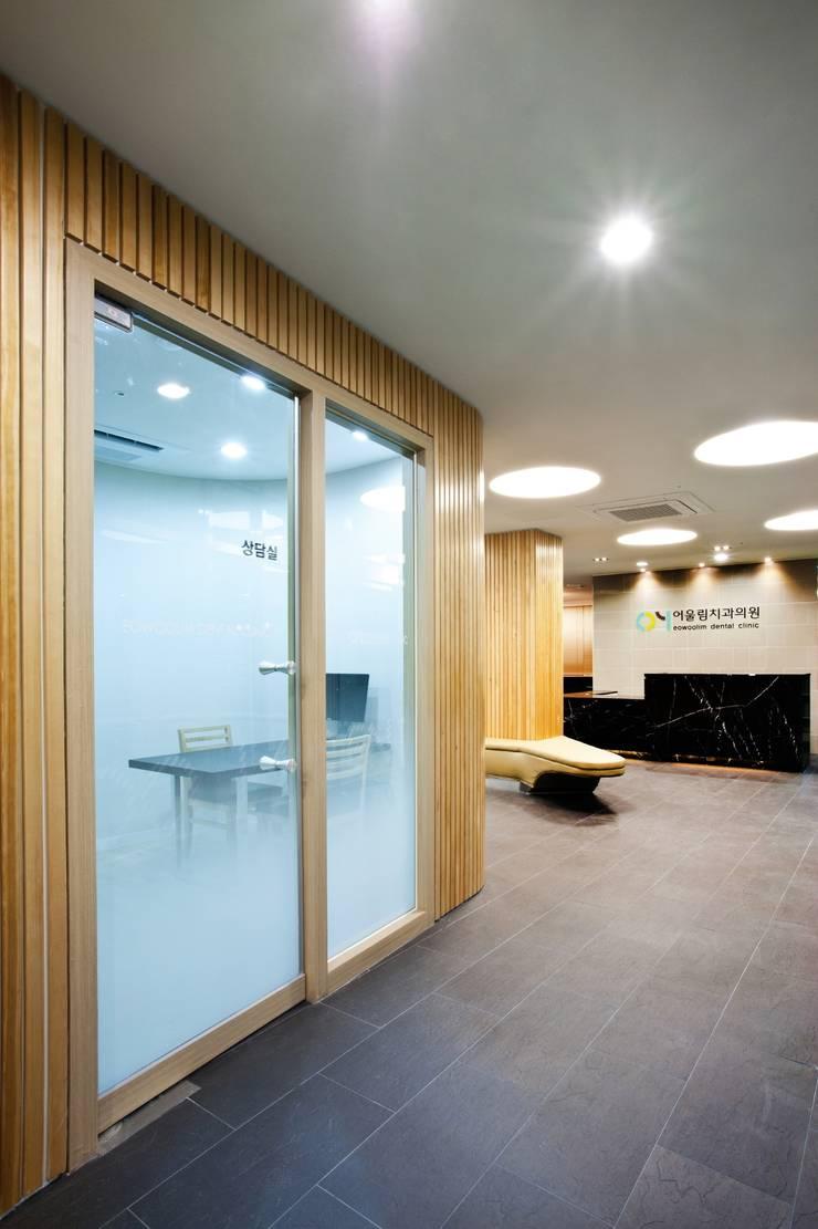 Eowoolim Dental Clinic: (주)유이디자인의  병원