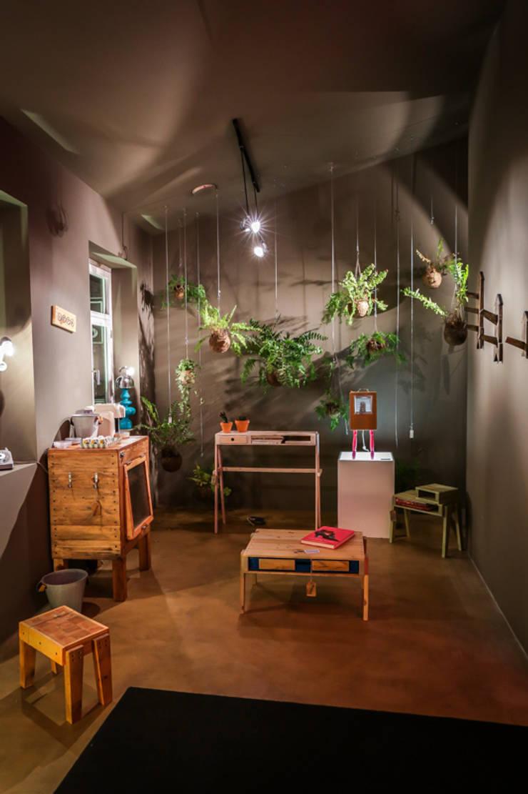 Store design by REPA for EUREKA SHOES LAB: Espaços comerciais  por REPA