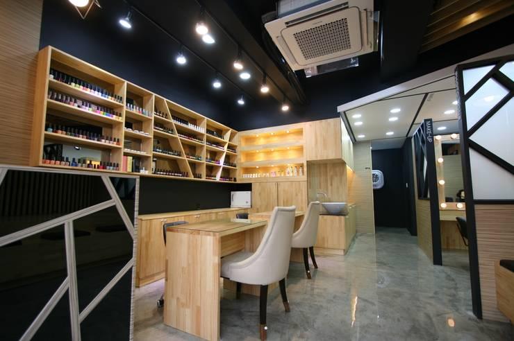 SUPDANBI Nail & Make up: (주)유이디자인의  상업 공간