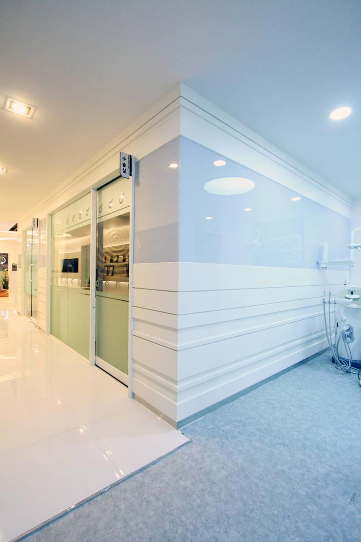 Hangroo Dental Clinic 3F: (주)유이디자인의  병원