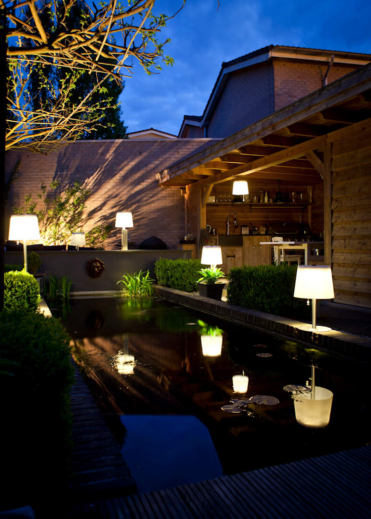 Oświetlenie ogrodu: styl , w kategorii  zaprojektowany przez SOLAR Lighting - Powered by Nature!