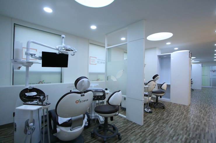Hangroo Dental Clinic 4F: (주)유이디자인의  병원