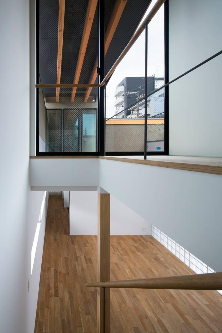 階段:  井上久実設計室が手掛けた廊下 & 玄関です。