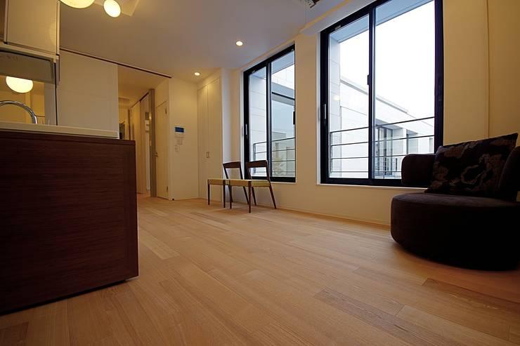 Le fraisier: ディーフォーエム建築設計事務所/D4m architect officeが手掛けた窓&ドアです。