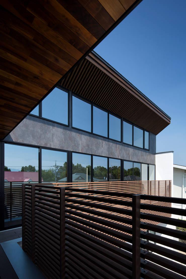 Terrazas  de estilo  por  井上久実設計室,