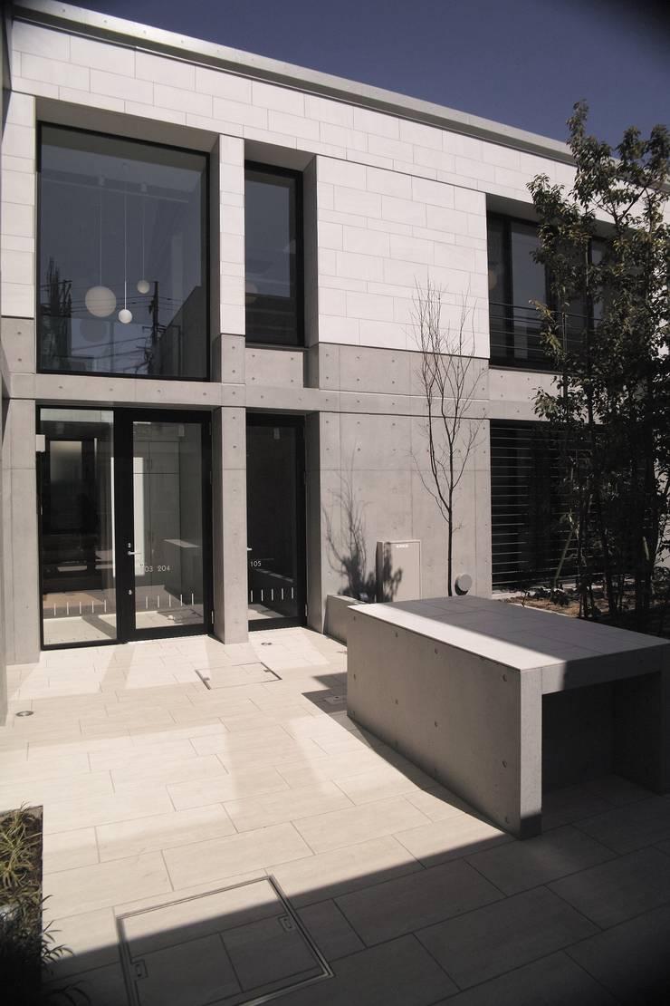 Le fraisier: ディーフォーエム建築設計事務所/D4m architect officeが手掛けた玄関&廊下&階段です。