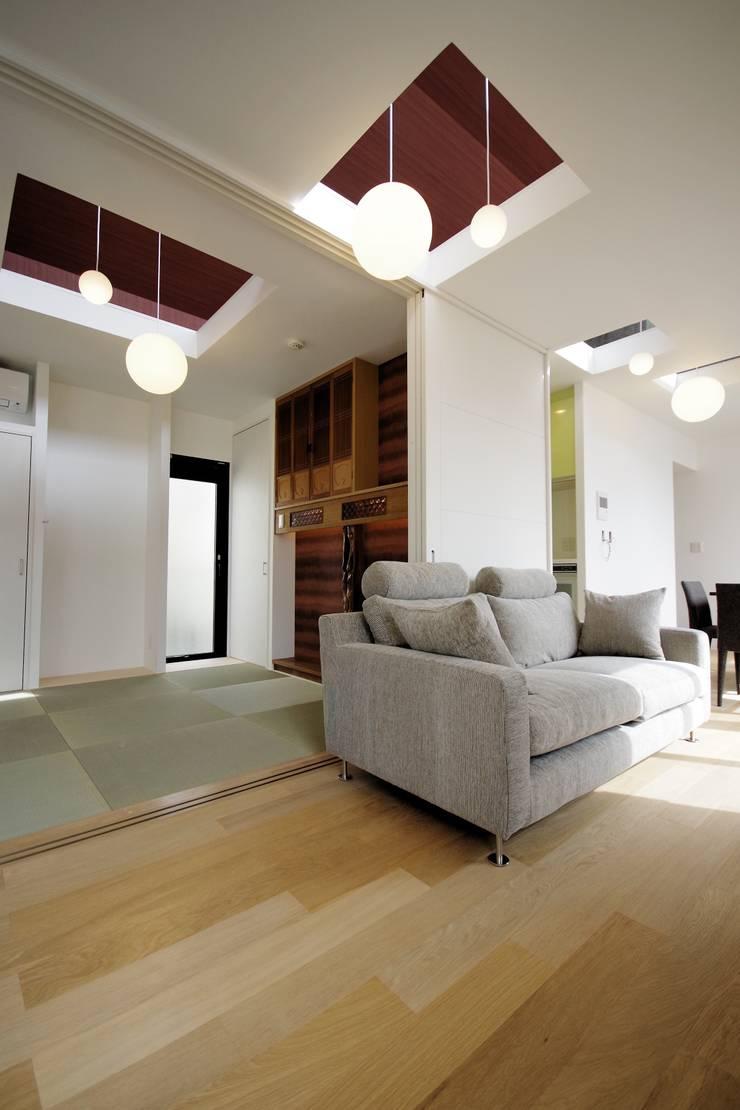 Le fraisier: ディーフォーエム建築設計事務所/D4m architect officeが手掛けたリビングルームです。