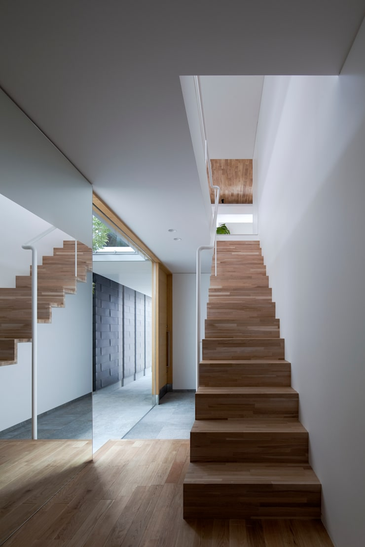 階段1:  井上久実設計室が手掛けた廊下 & 玄関です。