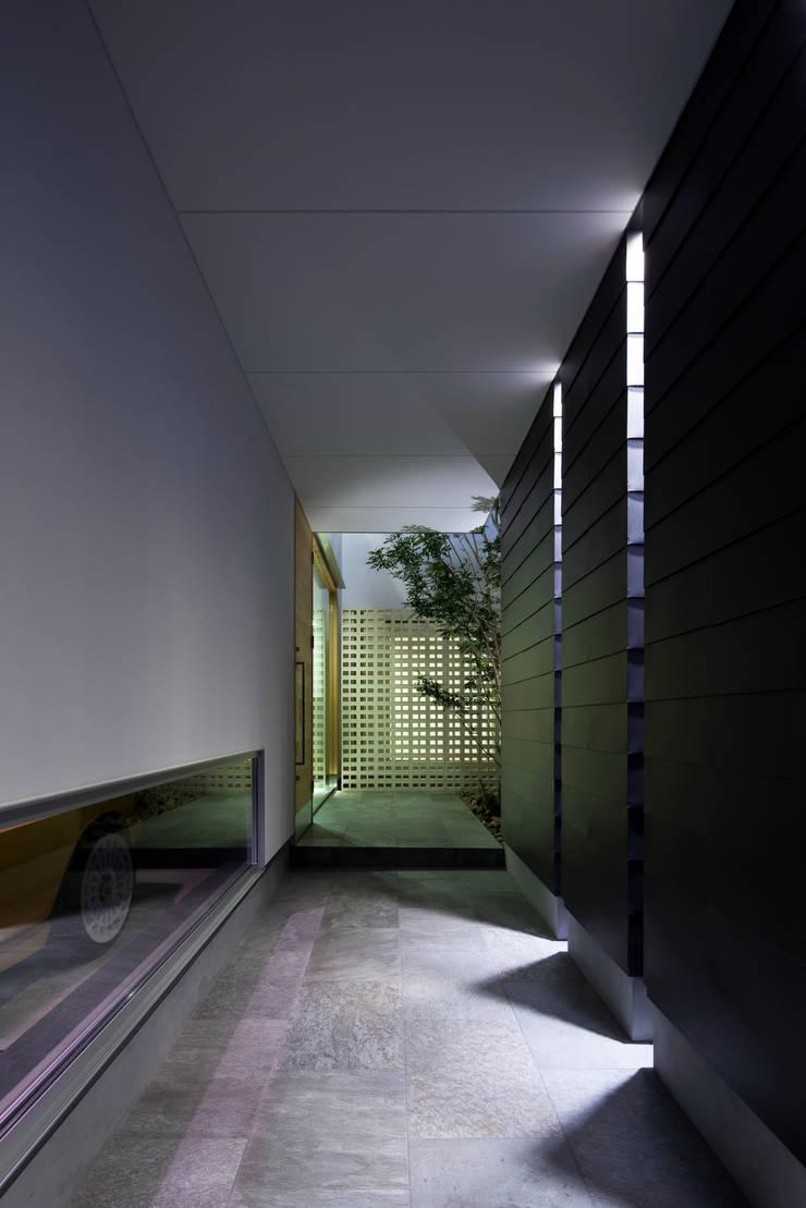 ポーチ 夕景:  井上久実設計室が手掛けた和室です。