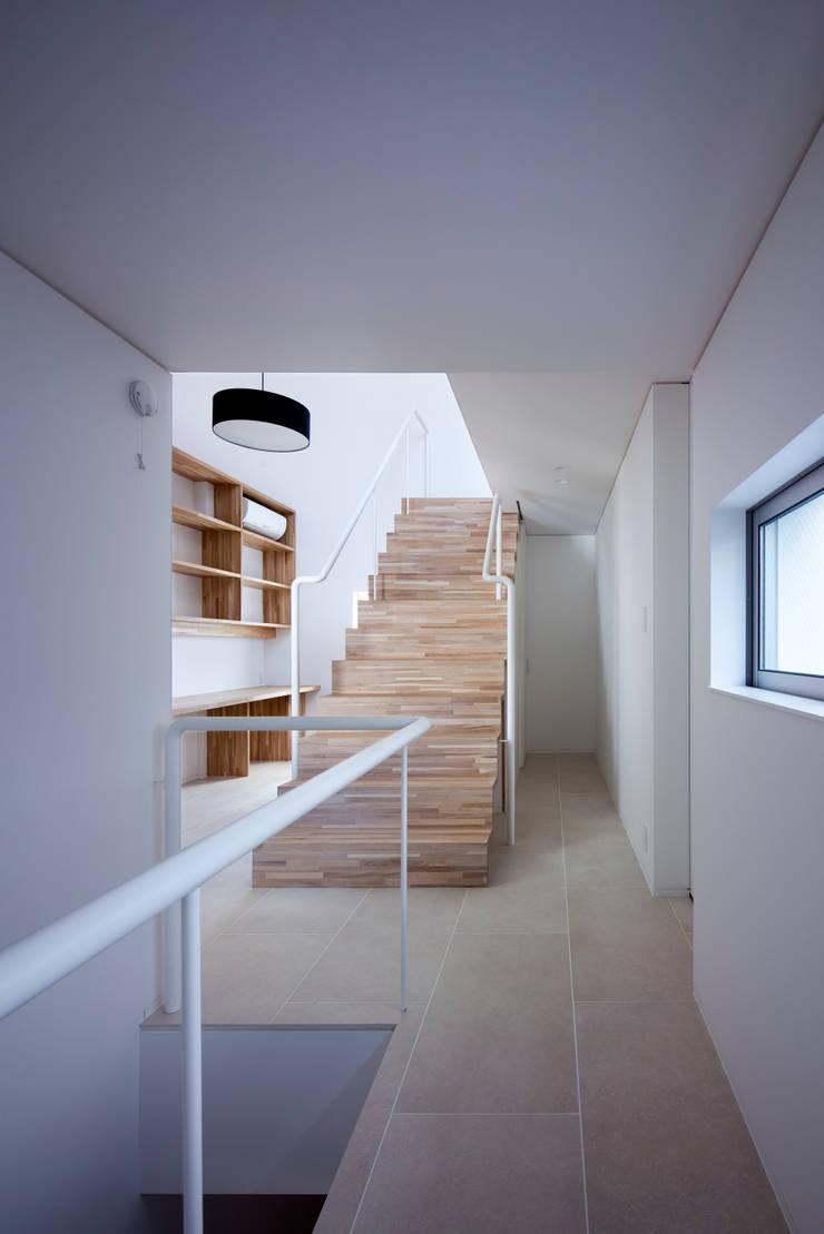 階段2:  井上久実設計室が手掛けた廊下 & 玄関です。