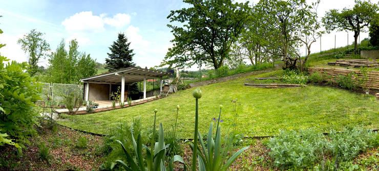 Jardines de estilo rural por suingiardino