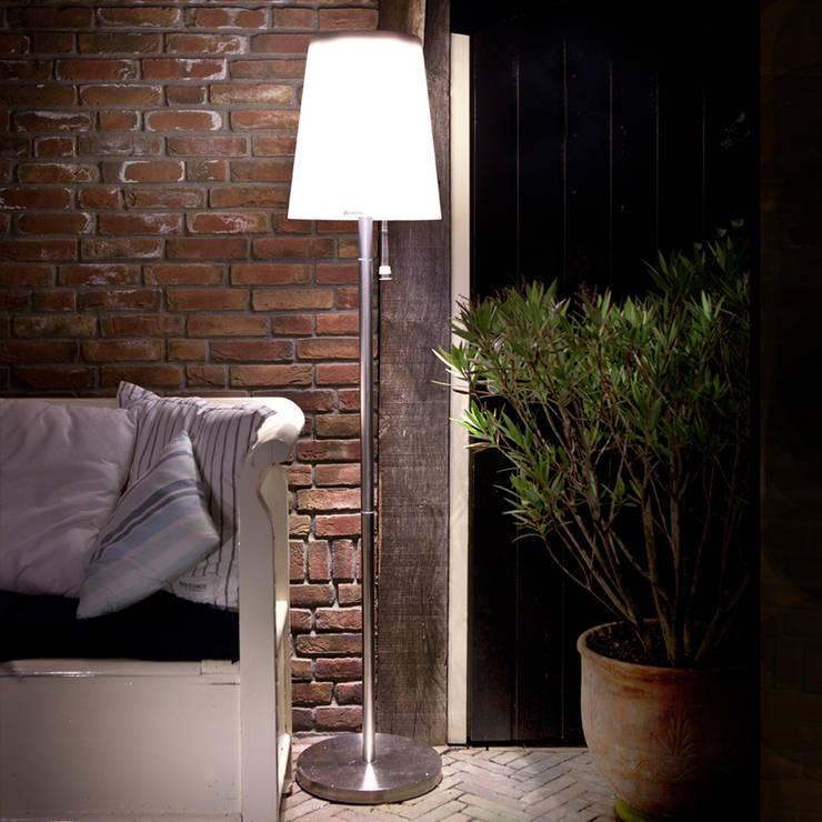 ROOTS No.5: styl , w kategorii  zaprojektowany przez SOLAR Lighting - Powered by Nature!