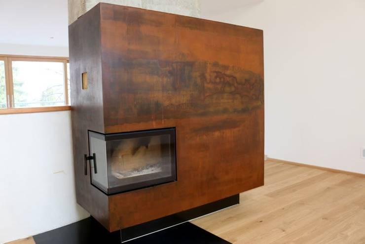 Wohnzimmer Kamin, vor Einsatz des COR oxid® Schnellrosters   : rustikale Wohnzimmer von Braun - Indstrievertretung