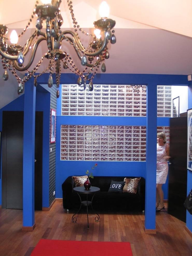 """""""Loft"""" de una adolescente: Salones de estilo  de Agami Design"""