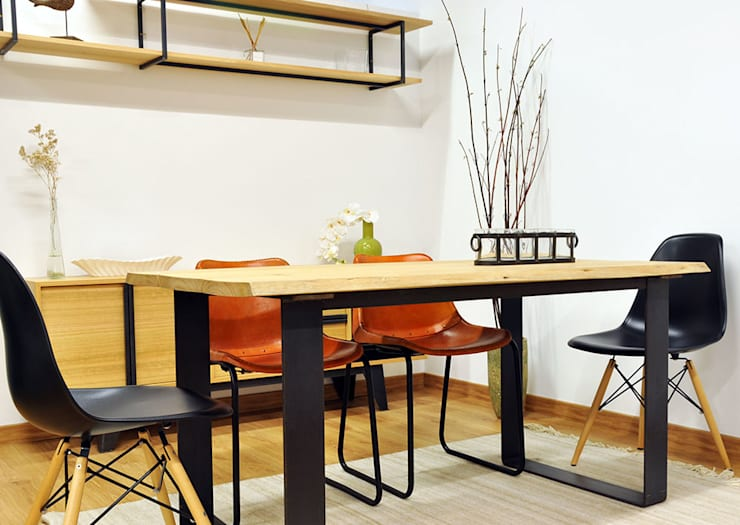 Comedor con mesa de madera maciza de eucalipto y patas de pletina de acero.: Comedores de estilo  de Cube Deco