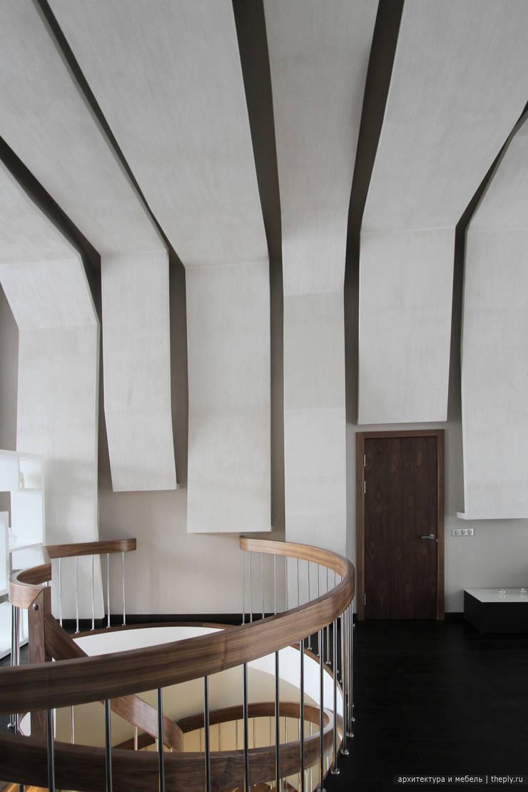 Вход в кабинет со второго этажа: Рабочие кабинеты в . Автор – Ply, Минимализм