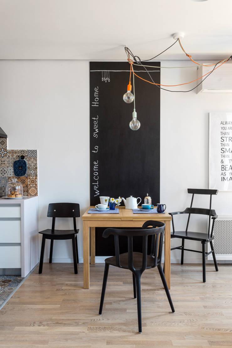 Проект однокомнатной квартиры-студии  40 м² : Столовые комнаты в . Автор – SAZONOVA group