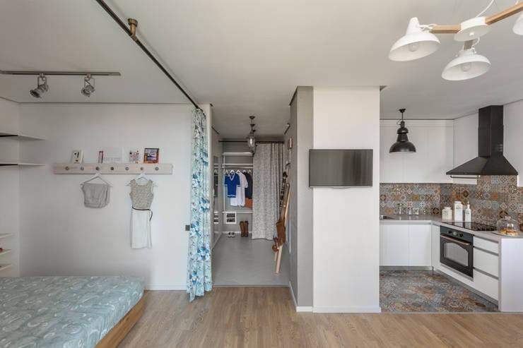 Проект однокомнатной квартиры-студии  40 м² : Стены в . Автор – SAZONOVA group