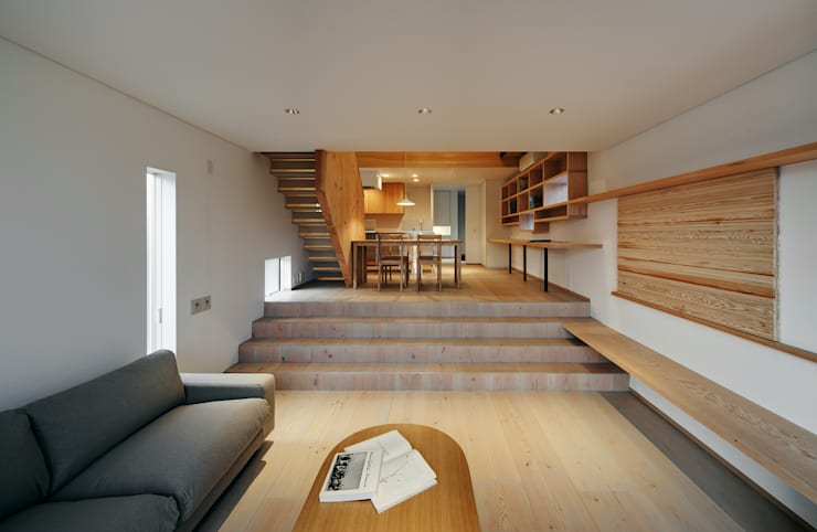 押部谷の家 リビングからダイニングを望む: 株式会社seki.designが手掛けたリビングです。