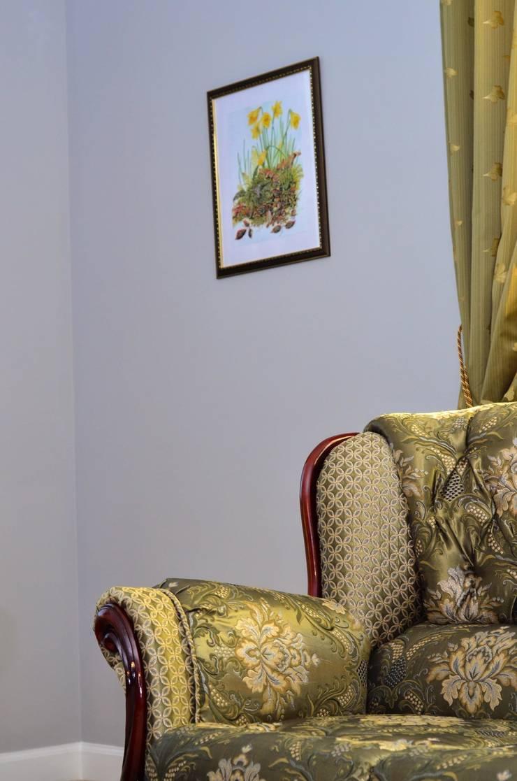 Белая гора: Гостиная в . Автор – Дизайн студия Александра Скирды ВЕРСАЛЬПРОЕКТ
