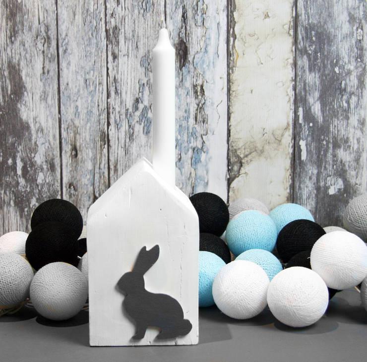 Świecznik biały z szarym królikiem: styl , w kategorii Salon zaprojektowany przez Grin House Design s.c.