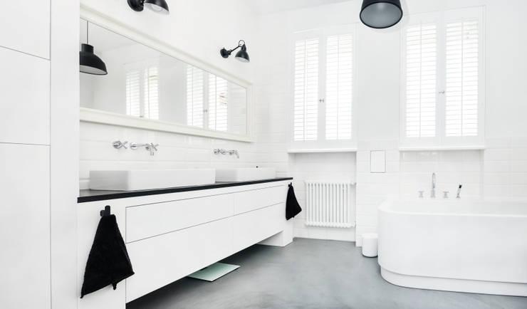 Francja na Powiślu: styl , w kategorii Łazienka zaprojektowany przez EG Projekt