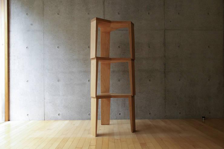 YATA Stool: hirakoso DESIGNが手掛けた多目的室です。