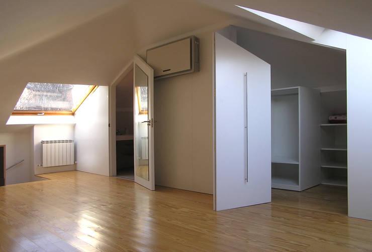 Dormitorios infantiles de estilo minimalista por homify