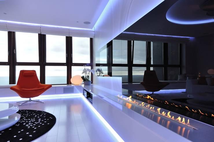 Sea Towers Apartment: styl , w kategorii Pokój multimedialny zaprojektowany przez Minsterstwo Spraw We Wnętrzach