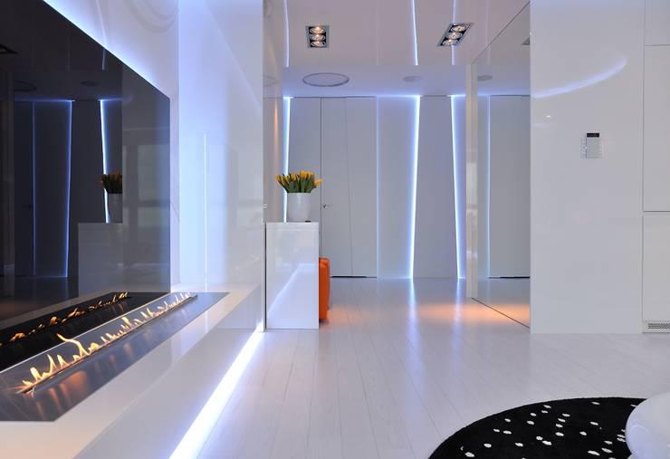 Sea Towers Apartment: styl , w kategorii Korytarz, przedpokój zaprojektowany przez Minsterstwo Spraw We Wnętrzach