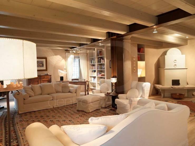 Progetti: Soggiorno in stile in stile Classico di Monica Arpesani