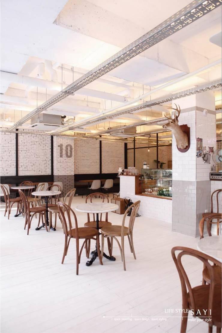 CAFE 10 PAGE By Lifestyle_Sayi: lifestyle-sayi의  레스토랑