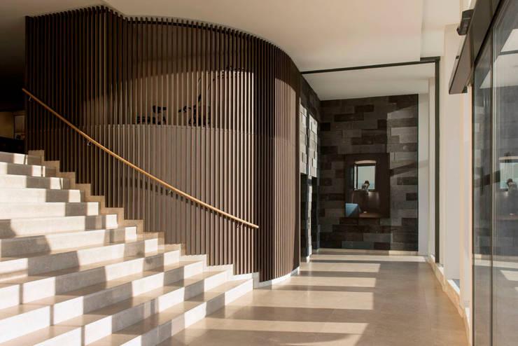 Lobby Kunst - Interiordesign Hotel Berlin:  Kunst  von Fine Rooms Design Konzepte GmbH