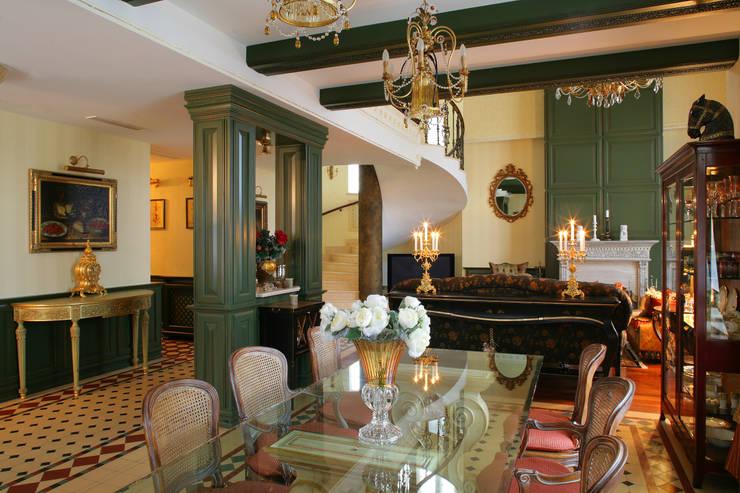Столовая: Столовые комнаты в . Автор – DECORA