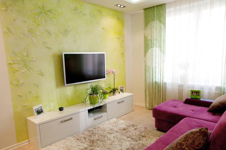 2-х комнатная квартира для девушки: Гостиная в . Автор – студия Мезонин
