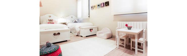 Vivienda: Dormitorios infantiles de estilo  de Estatiba construcción e interiorismo