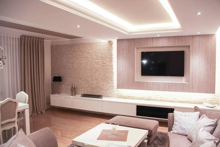 Salon: styl , w kategorii  zaprojektowany przez Patryk Kowalski Architektura i projektowanie wnętrz,Klasyczny