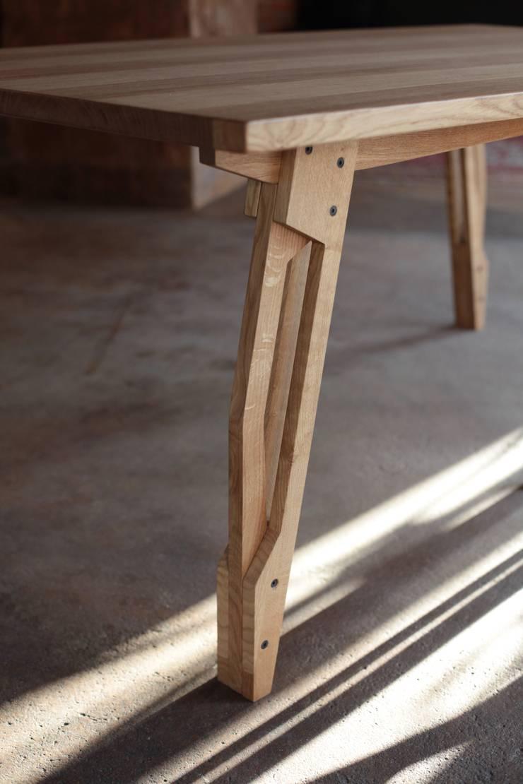 Stół RIG: styl , w kategorii  zaprojektowany przez ROARHIDE Industrial designs,Industrialny