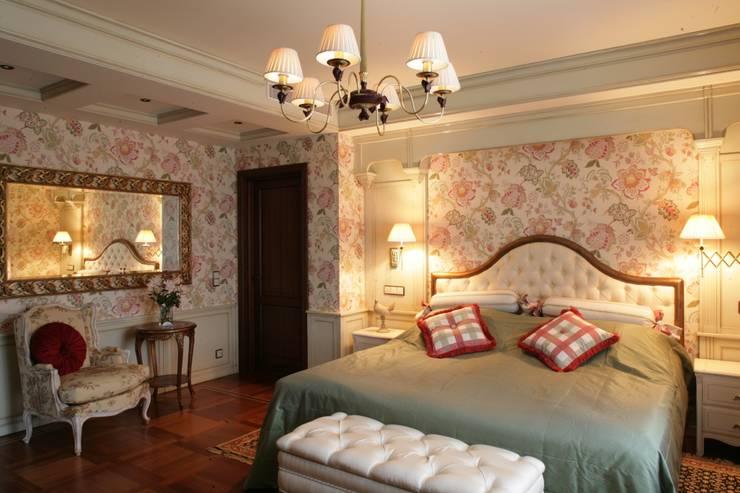 Спальня: Спальни в . Автор – DECORA
