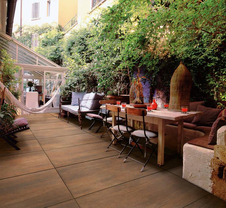 Paredes y pisos de estilo mediterraneo por Spadon Agenturen