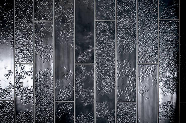 Quintessenza - Bucchero:  Muren & vloeren door Spadon Agenturen