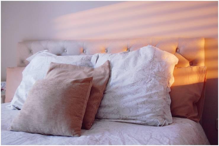 Tostado: Dormitorios de estilo  de Cardellach Interior & Events