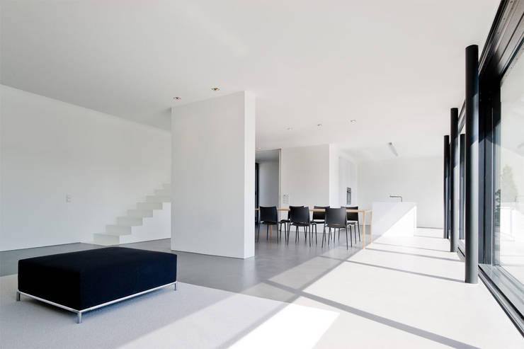 Haus K in Friedrichstal:  Wohnzimmer von Thomas Fabrinsky Dipl.-Ing. Freier Architekt BDA