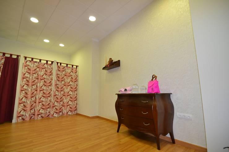 TIENDA SOHO: Oficinas y Tiendas de estilo  de MIMESIS INTERIORISMO SL