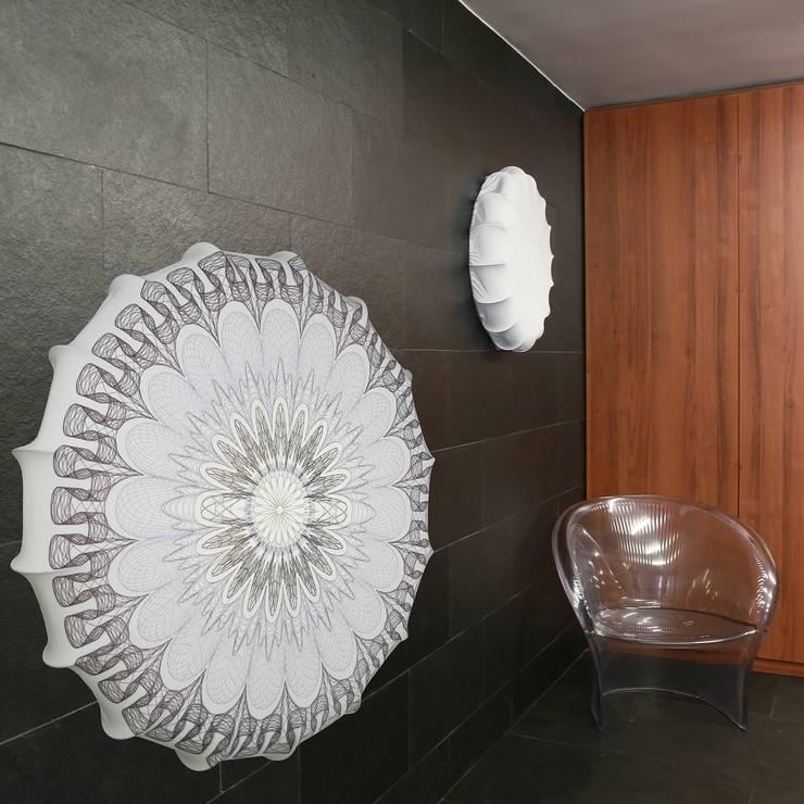 Plafon Mandala grey (duży): styl , w kategorii Salon zaprojektowany przez Lumiforma