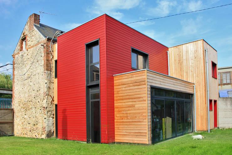 Vue de l'extension côté jardin: Maisons de style  par ATELIER 970 sarl