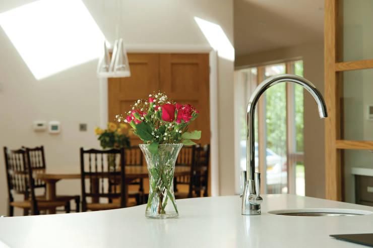 Mode Kitchen in Anthracite Oak Designed by Duncan Brown:  Kitchen by Stoneham Kitchens