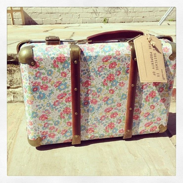 Beautiful Vintage Shabby Chic Suitcase - Spring:  Bedroom by ihearthomes