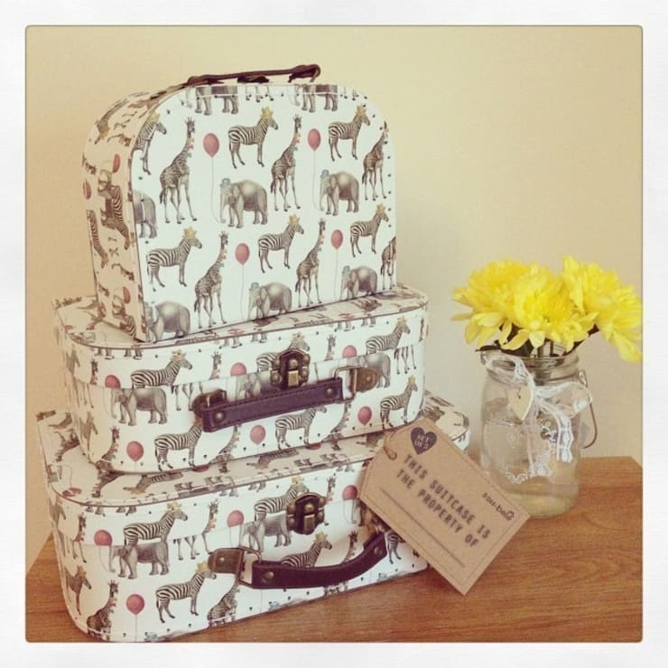 Set Of 3 Set of 3 Party Safari Animals Vintage Style Suitcases:  Bedroom by ihearthomes